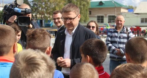 Алексей Текслер посетил Карталинский район. Глава побывал на объектах и пообщался с карталинцами